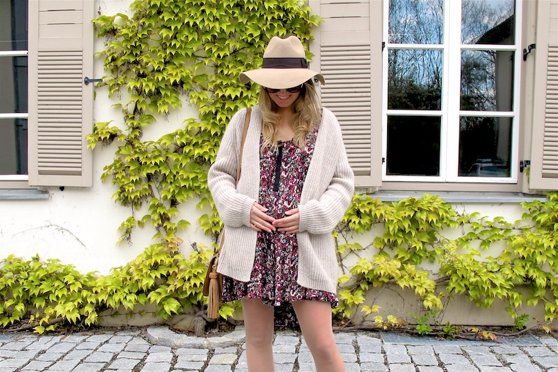 Beige Floral Dress. Fashion Blogger Girl by Style Blog Heartfelt Hunt. Girl with blond, loose curls wearing a beige cardigan, floral dress, floppy hat, tassel bag and beige boots.