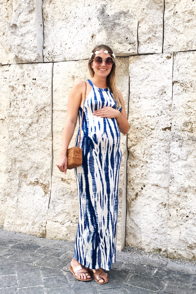 Life Update. Fashion and Style Blog Girl from Heartfelt Hunt. Girl with blonde, long hair and flower crown wearing a blue batik maxi dress, seagrass bag and shiny sandals.