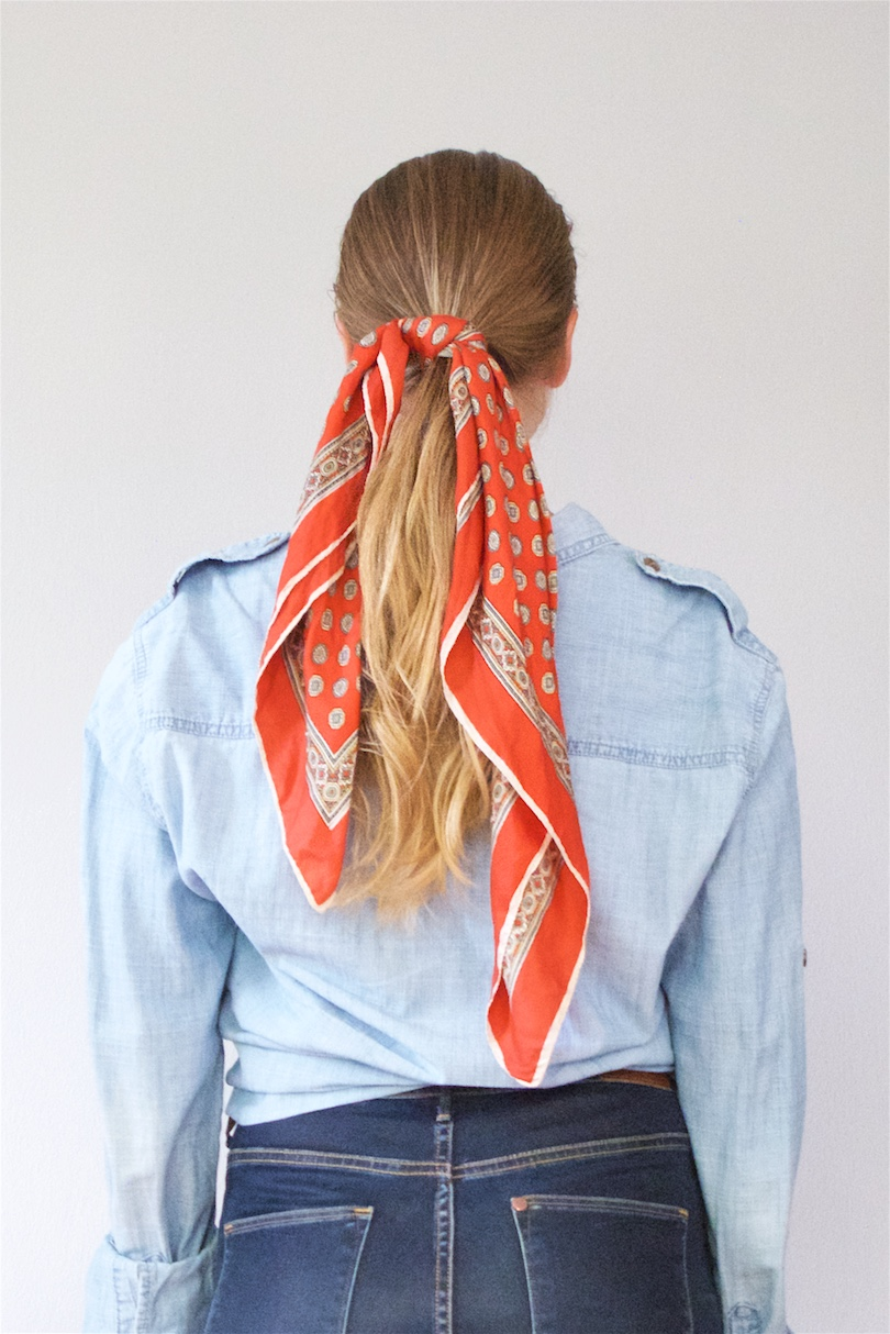 Scarf Hairstyles. Fashion Blogger Girl by Style Blog Heartfelt Hunt. Girl with blond hair sand different scarf hairstyles wearing a denim shirt and jeans.