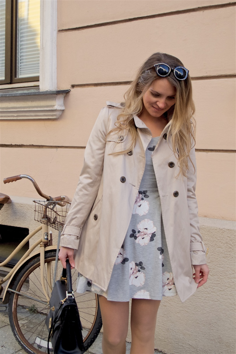 Spring Trench. Fashion Blogger Girl by Style Blog Heartfelt Hunt. Girl with blond, loose curls wearing a spring trench, floral dress, sunglasses, MCM vintage bag and ballet flats.