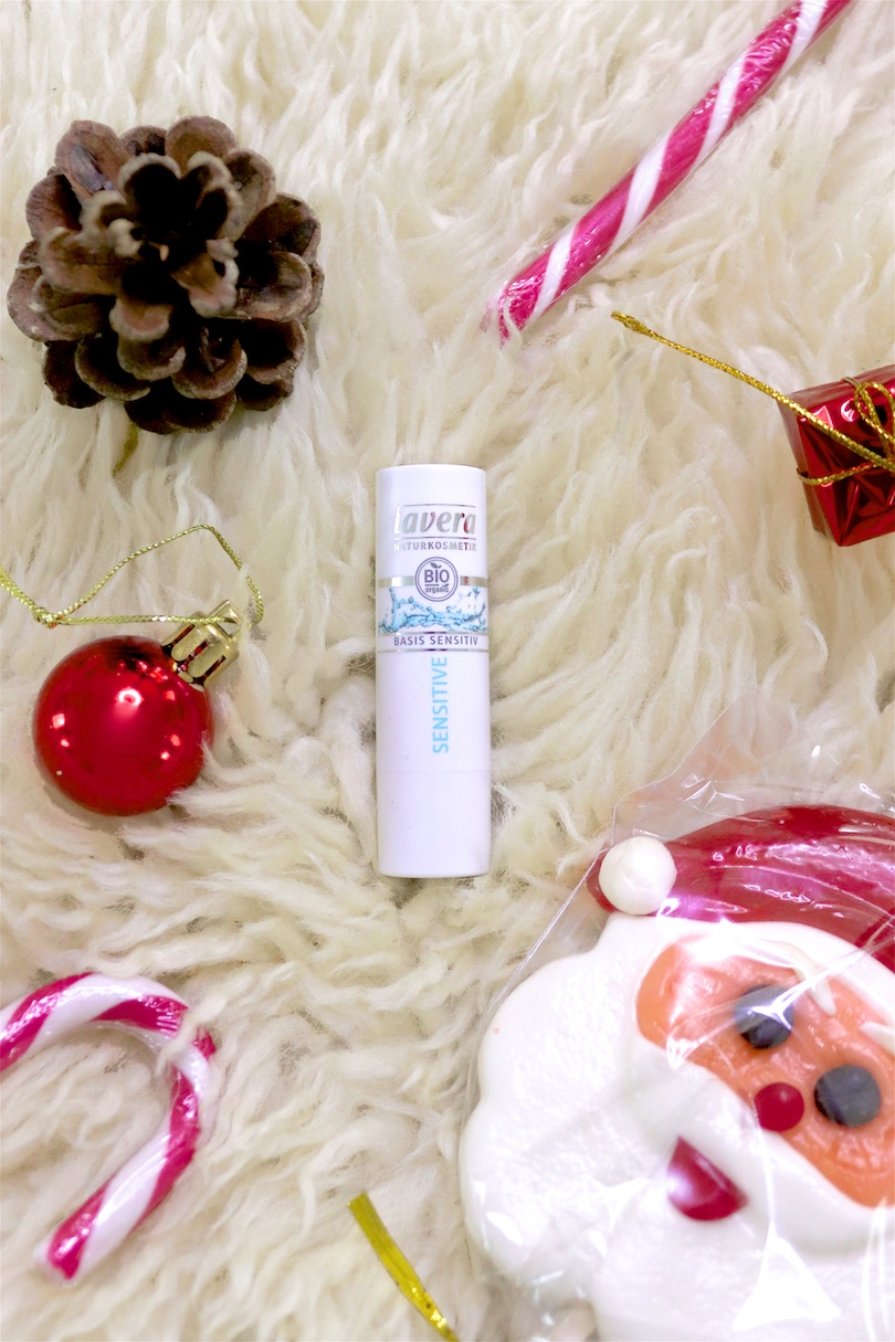 Advent Calendar. Fashion Blogger Girl by Style Blog Heartfelt Hunt. Cute things you can put in an Advent calendar if you don't want to fill it with just sweets.