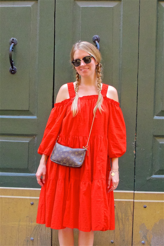 Beautiful Verona. Fashion and Style Blog Girl from Heartfelt Hunt. Girl with two blonde pigtail braids wearing an off-shoulder dress, Ray-Ban sunglasses, Louis Vuitton bag and sandals.
