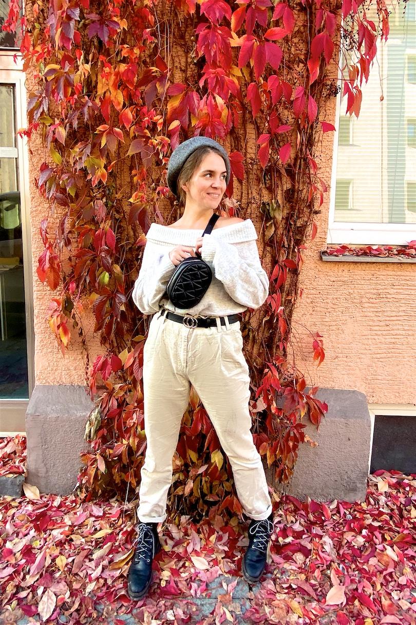 Belt Bag Love. Fashion Blogger Girl by Style Blog Heartfelt Hunt. Girl with blond, low bun wearing a belt bag, beret, off shoulder sweater, paperbag pants and combat boots.