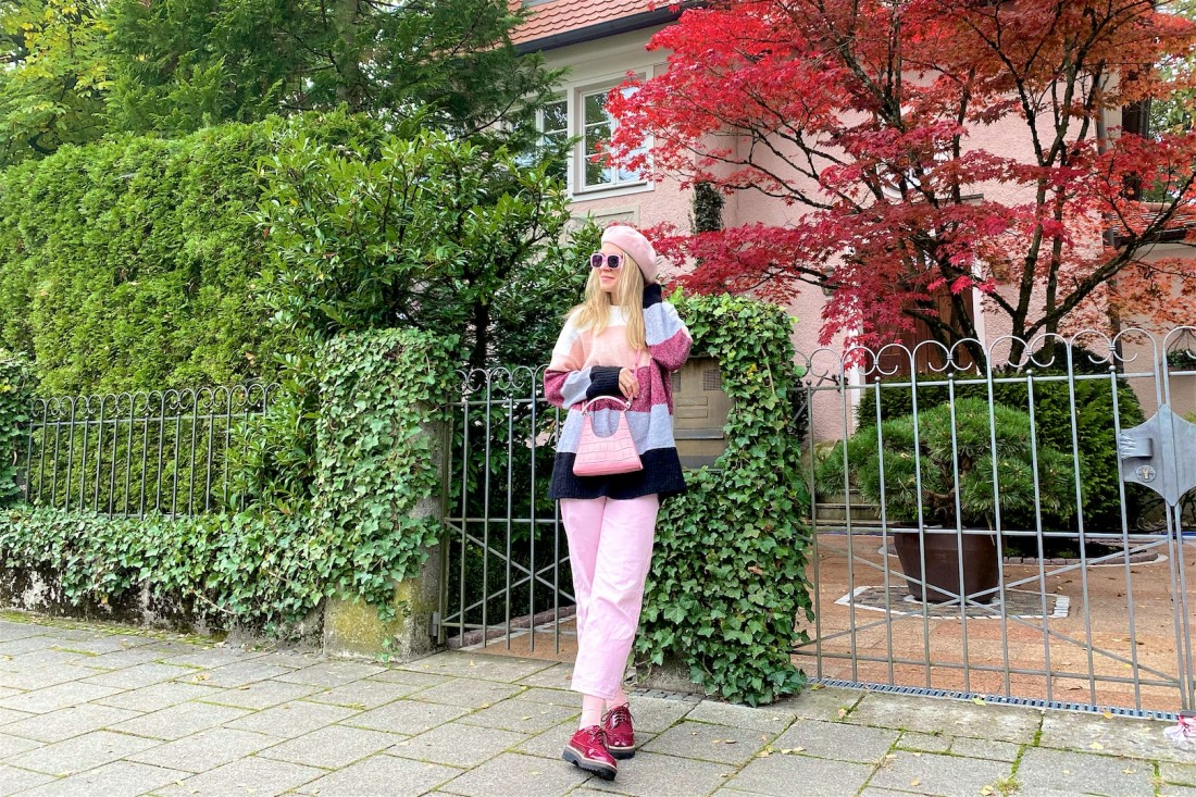 Burgundy & Pink. Fashion Blogger Girl by Style Blog Heartfelt Hunt. Girl with blond hair wearing a striped sweater, pink denim, pink beret, pink bag and burgundy brogues.