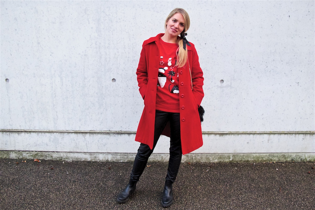 Christmas Sweater. Fashion Blogger Girl by Style Blog Heartfelt Hunt. Girl with blond ponytail and bow wearing a Christmas sweater, leather pants, coat, faux fur bag and boots.