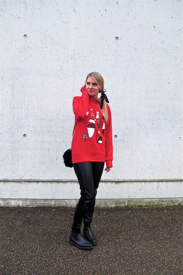 Christmas Sweater. Fashion Blogger Girl by Style Blog Heartfelt Hunt. Girl with blond ponytail and bow wearing a Christmas sweater, leather pants, faux fur bag and boots.