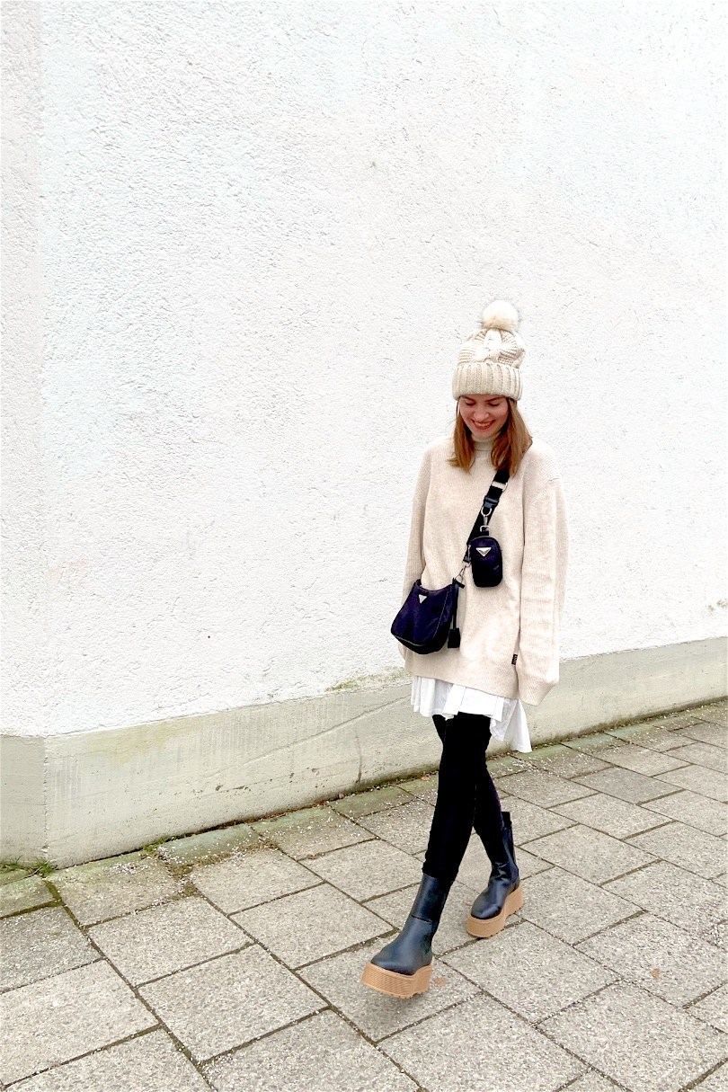 Chunky Chelsea Boots. Fashion Blogger Girl by Style Blog Heartfelt Hunt. Girl with blond hair wearing a turtleneck sweater, faux leather leggings, pompom beanie, 90s bag and chunky chelsea boots.