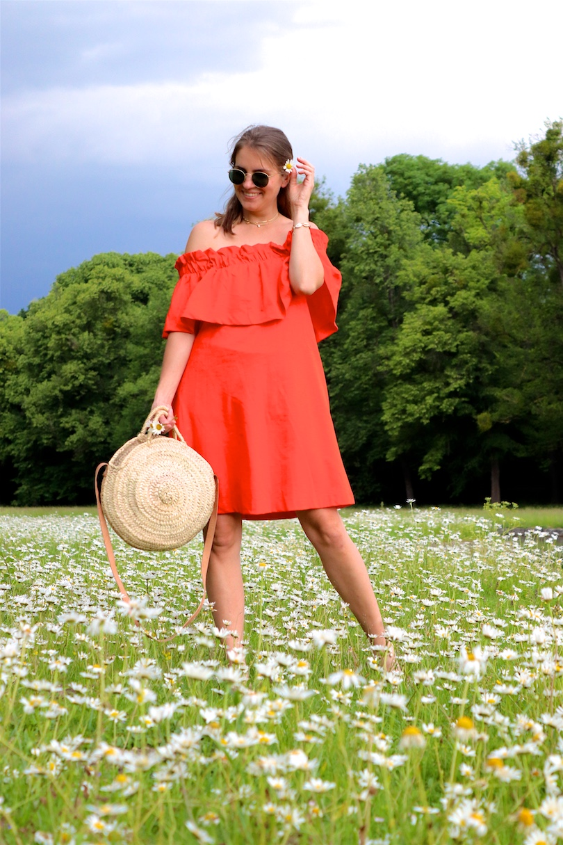 Daisy Meadow. Fashion Blogger Girl by Style Blog Heartfelt Hunt. Girl with blond hair wearing an orange off shoulder dress, Ray-Ban sunglasses, straw bag and leopard sandals.