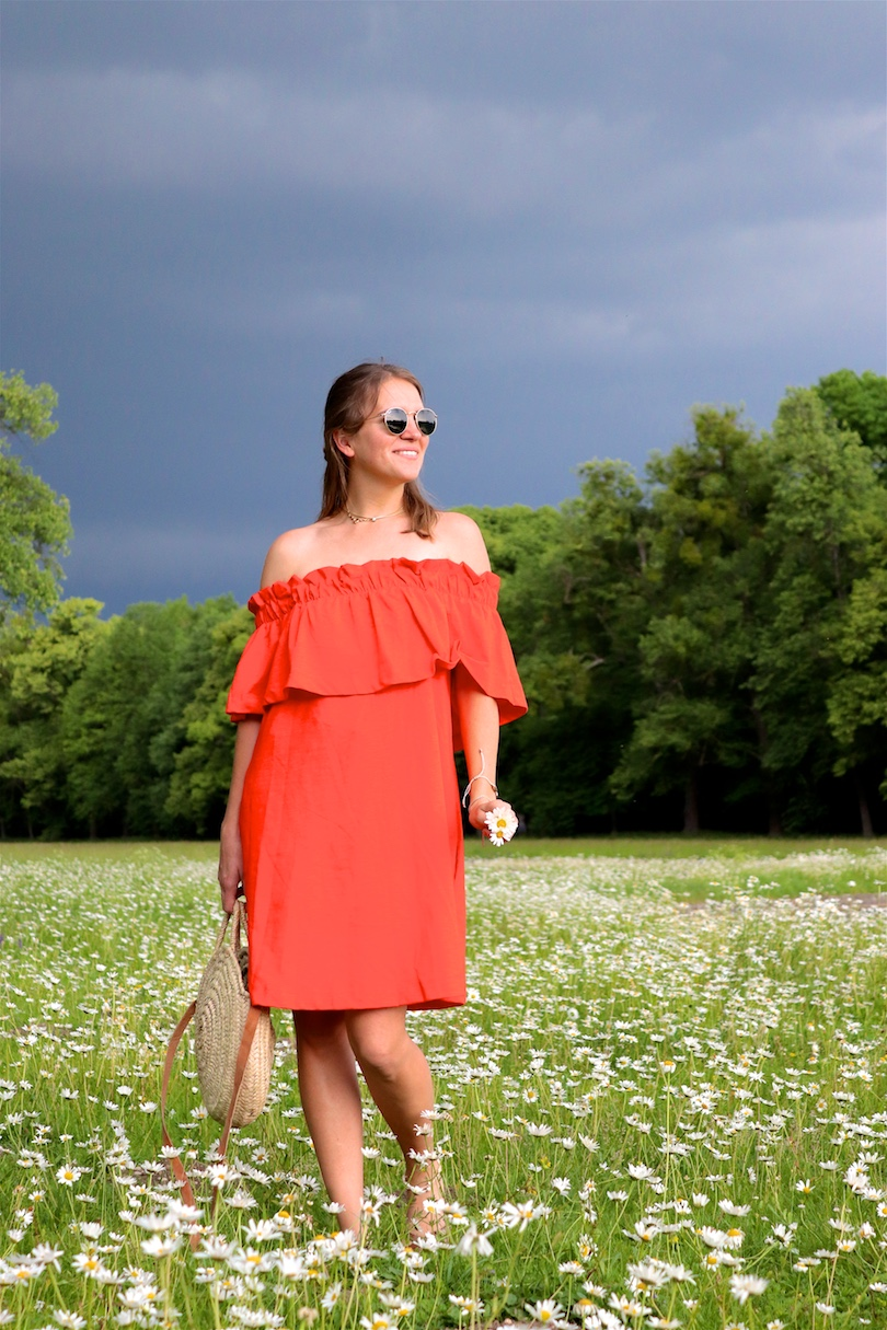 Daisy Meadow. Fashion and Style Blog Girl from Heartfelt Hunt. Girl with blonde hair wearing an orange off shoulder dress, Ray-Ban sunglasses, straw bag and leopard sandals.