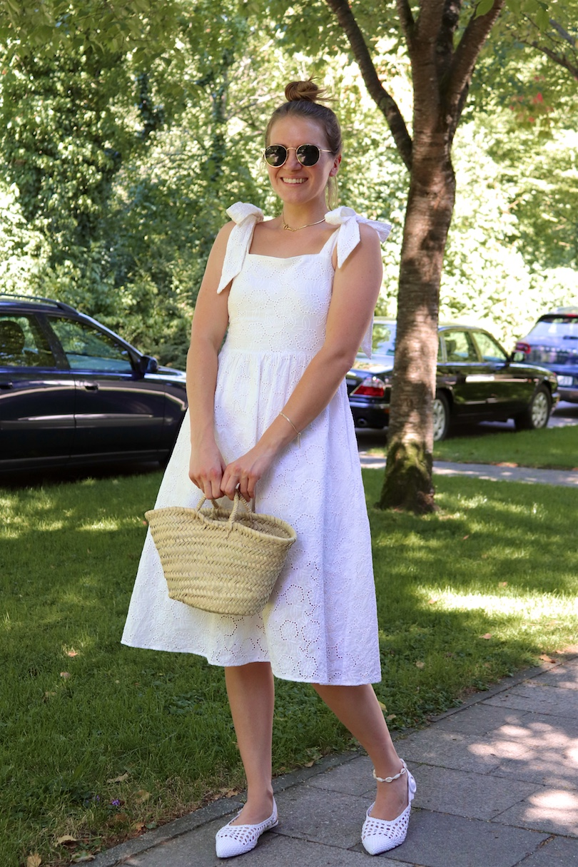 English Embroidery. Fashion Blogger Girl by Style Blog Heartfelt Hunt. Girl with blond hair wearing a dress with english embroidery, Ray-Ban sunglasses, straw bag and white flats.