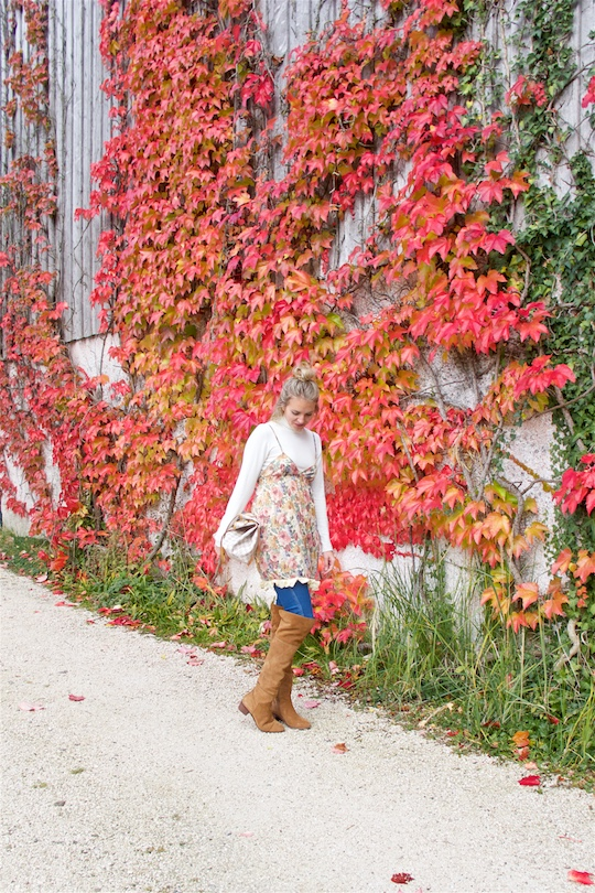 Fall Transition. Fashion Blogger Girl by Style Blog Heartfelt Hunt. Girl with blond half-up half-down knot wearing a flower dress, turtleneck, destroyed jeans, Louis Vuitton bag and over the knee boots.