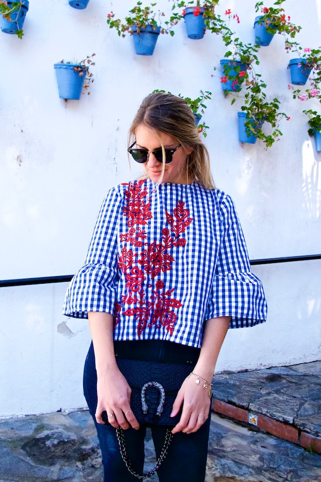 Floral Gingham. Fashion Blogger Girl by Style Blog Heartfelt Hunt. Girl with blond half-up half-down dutch braid wearing a floral gingham blouse, destroyed skinny jeans, Ray-Ban sunglasses, bag and studded boots.