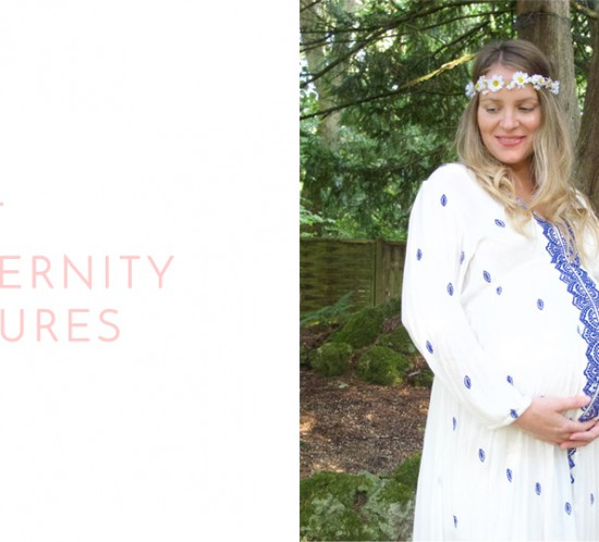 Last Maternity Pictures. Fashion Blogger Girl by Style Blog Heartfelt Hunt. Girl with blond, long hair and flower crown wearing a white maxi dress with blue embroidery.