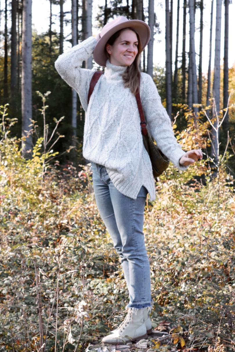 Forest Lights. Fashion and Style Blog Girl from Heartfelt Hunt. Girl with blonde hair wearing a panama hat, chunky sweater, mom jeans, vintage backpack and boots.