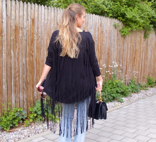 Fringe Jacket. Fashion Blogger Girl by Style Blog Heartfelt Hunt. Girl with blond half-up half-down hairstyle wearing a fringe jacket, black top, destroyed jeans, floral bag and shoes.