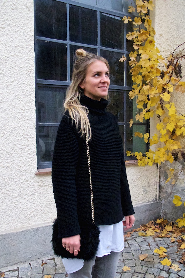 Fringe Jeans. Fashion Blogger Girl by Style Blog Heartfelt Hunt. Girl with blond half-up half-down knot wearing an oversized turtleneck, long blouse, fringe jeans, faux fur bag and mules.