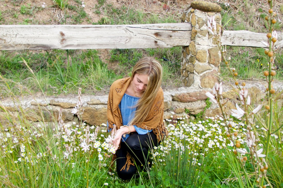 Fringe Shawl. Fashion Blogger Girl by Style Blog Heartfelt Hunt. Girl wearing a fringe shawl, denim off-shoulder blouse, black jeans and chelsea boots.