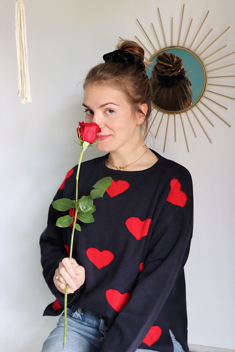 Happy Valentines Day 2019. Fashion and Style Blog Girl from Heartfelt Hunt. Girl with blonde hair wearing a sweater with hearts and mom jeans.