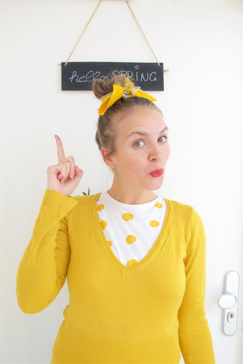 Hello Spring. Fashion Blogger Girl by Style Blog Heartfelt Hunt. Girl with blond, high messy bun and a yellow scarf in her hair wearing a t-shirt with polka dots and yellow sweater.