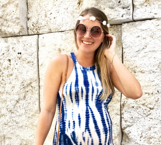 Life Update. Fashion Blogger Girl by Style Blog Heartfelt Hunt. Girl with blond, long hair and flower crown wearing a blue batik maxi dress, seagrass bag and shiny sandals.