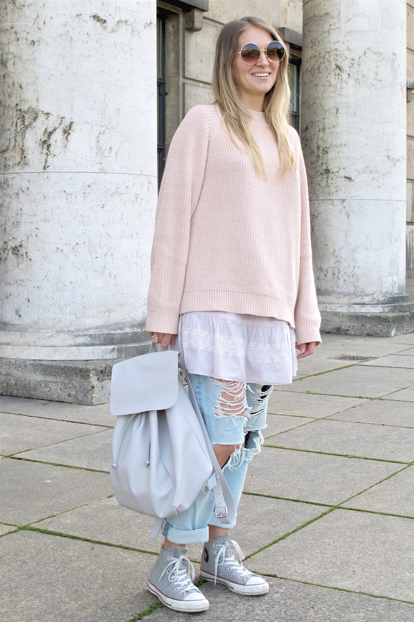 Light Pink Layers. Fashion Blogger Girl by Style Blog Heartfelt Hunt. Girl with blond hair wearing a light pink sweater, dress, destroyed jeans, gray backpack and Converse sneakers.