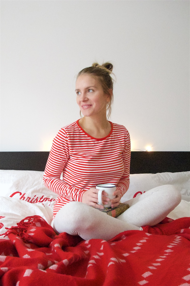 Merry Christmas 2017. Fashion and Style Blog Girl from Heartfelt Hunt. Girl with blonde, high, messy bun wearing a striped top, leggings and red socks.