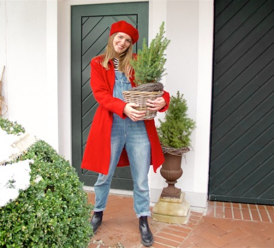 Merry Christmas 2018. Fashion Blogger Girl by Style Blog Heartfelt Hunt. Girl with blond hair wearing a red coat, striped turtleneck sweater, denim overall, red beret and boots.
