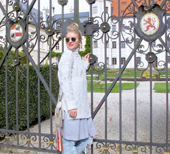 Mother Daughter Trip. Fashion Blogger Girl by Style Blog Heartfelt Hunt. Girl with blond upside down braided bun wearing an oversized sweater, dress, destroyed jeans, Chloé bag, Ray-Ban sunglasses and burgundy brogues.