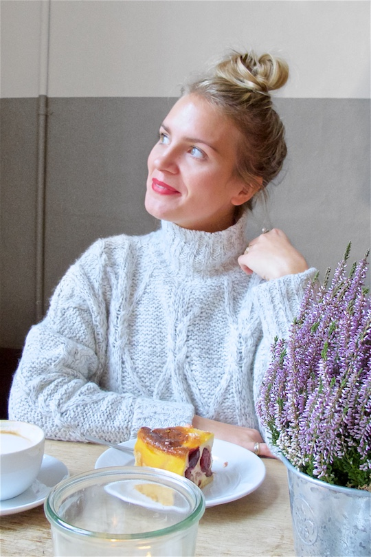 Mother Daughter Trip. Fashion Blogger Girl by Style Blog Heartfelt Hunt. Girl with blond upside down braided bun wearing an oversized sweater, dress, destroyed jeans and burgundy brogues.