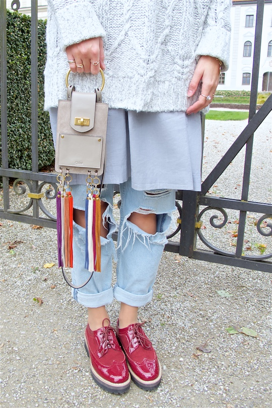 Mother Daughter Trip. Fashion Blogger Girl by Style Blog Heartfelt Hunt. Girl with blond upside down braided bun wearing an oversized sweater, dress, destroyed jeans, Chloé bag and burgundy brogues.