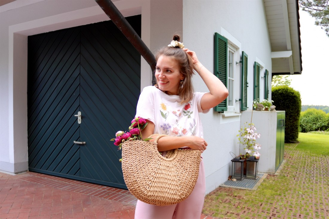 Peony Season. Fashion Blogger Girl by Style Blog Heartfelt Hunt. Girl with blond half-up half-down hairstyle and scrunchie wearing a graphic tee, paperbag culottes, eye earrings, straw bag and straw flats. Summer Looks and Styles.