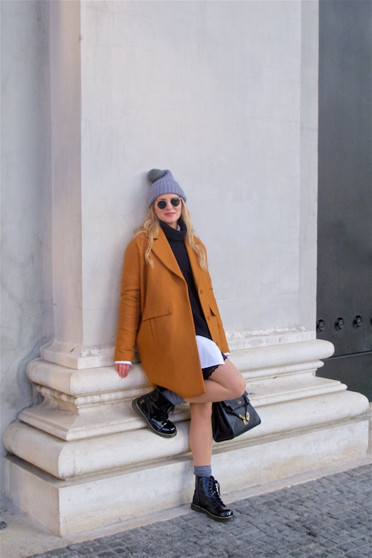 Perfect Winter Coat. Fashion Blogger Girl by Style Blog Heartfelt Hunt. Girl with blond, loose curls wearing her perfect winter coat, oversized sweater, long blouse, lace skirt, pompon beanie, vintage MCM bag, Ray-Ban sunglasses and shiny boots.