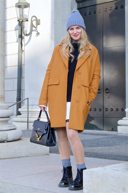 Perfect Winter Coat. Fashion Blogger Girl by Style Blog Heartfelt Hunt. Girl with blond, loose curls wearing her perfect winter coat, oversized sweater, long blouse, lace skirt, pompon beanie, vintage MCM bag and shiny boots.