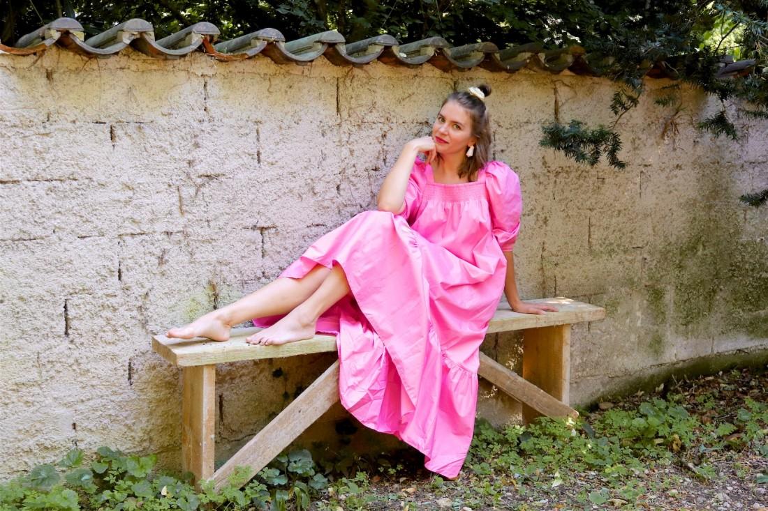 Pink Dress. Fashion Blogger Girl by Style Blog Heartfelt Hunt.