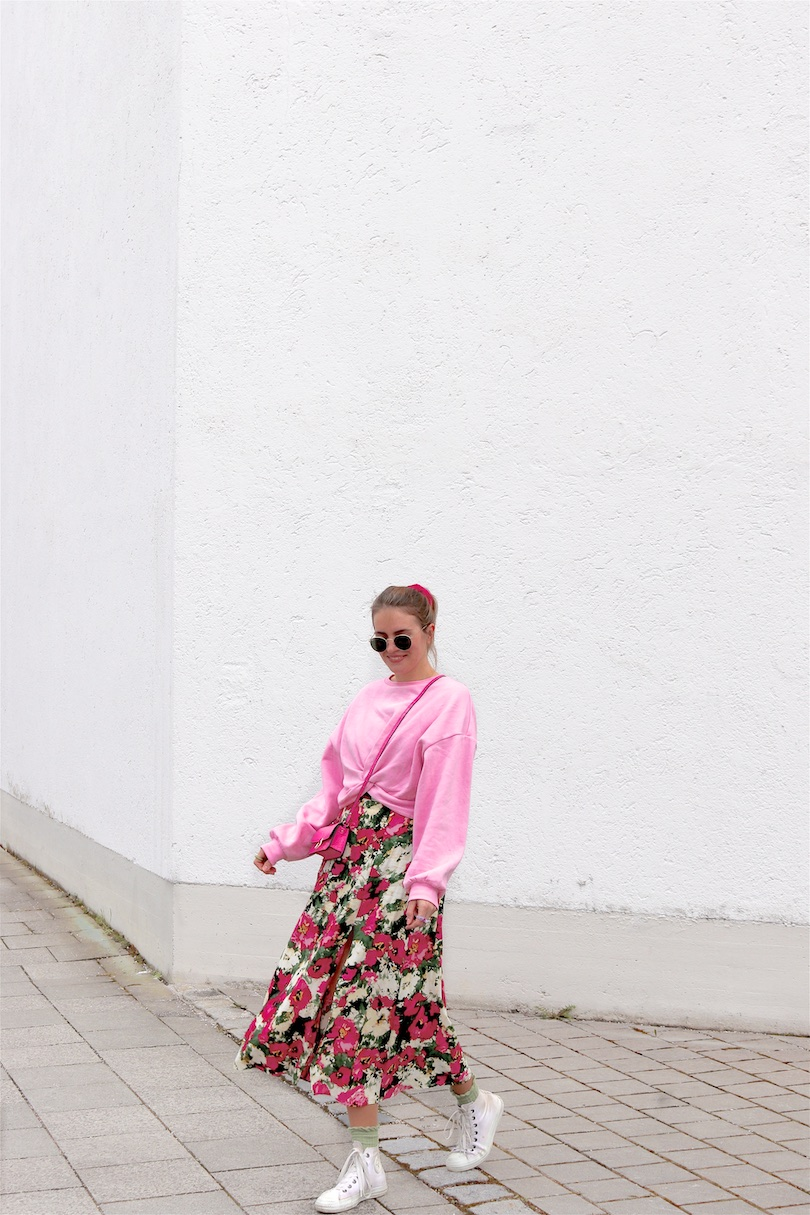 Pink Roses. Fashion and Style Blog Girl from Heartfelt Hunt. Girl with blonde ponytail and pink scrunchie wearing a pink roses dress, pink sweatshirt, Ray-Ban sunglasses, pink mini bag, green socks and white Converse sneakers.