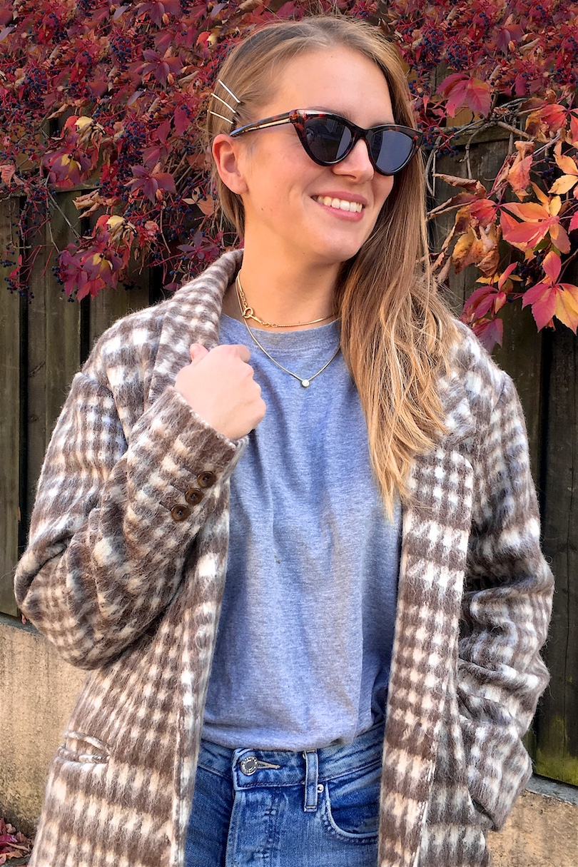 Plaid Jacket. Fashion Blogger Girl by Style Blog Heartfelt Hunt. Girl with blond, long hair wearing a plaid jacket, gray t-shirt, mom jeans, sunglasses and cowboy boots.