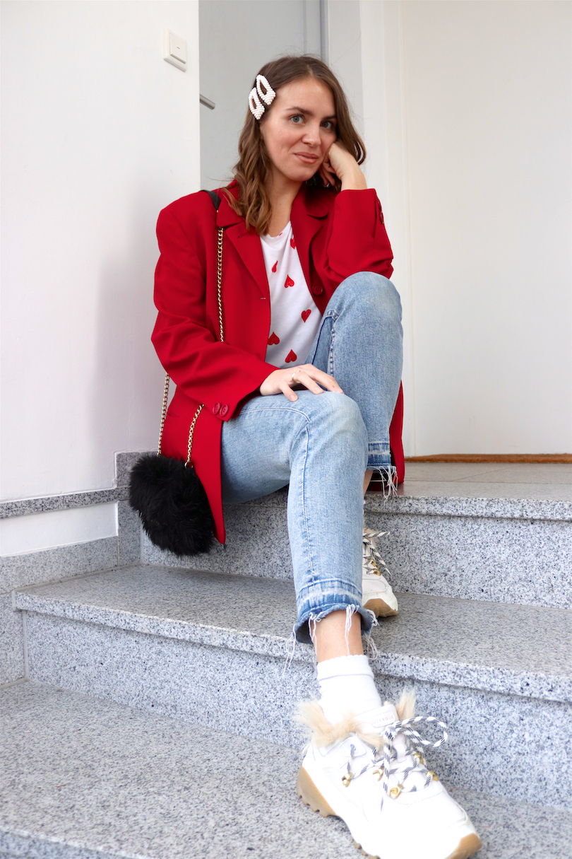 Red Blazer Hearts. Fashion Blogger Girl by Style Blog Heartfelt Hunt. Girl with blond, loose curls and pearl hair clips wearing a red blazer, hearts tee, mom jeans, faux fur bag, belt and faux fur chunky sneakers.