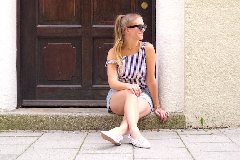 Ruffled Gingham. Fashion Blogger Girl by Style Blog Heartfelt Hunt. Girl with blond, high ponytail wearing a ruffled gingham dress as a top, denim shorts, vintage Chanel bag, slim sunglasses and slingback flat shoes.