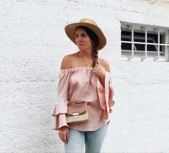 Straw Accessories. Fashion Blogger Girl by Style Blog Heartfelt Hunt. Girl with blond braid wearing a pink off shoulder blouse, destroyed jeans, straw hat, straw bag and straw shoes.