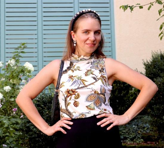 Summer Turtleneck. Fashion Blogger Girl by Style Blog Heartfelt Hunt. Girl with blond long bob with pearl headband wearing a summer turtleneck, culottes, 90s bag and sandals.