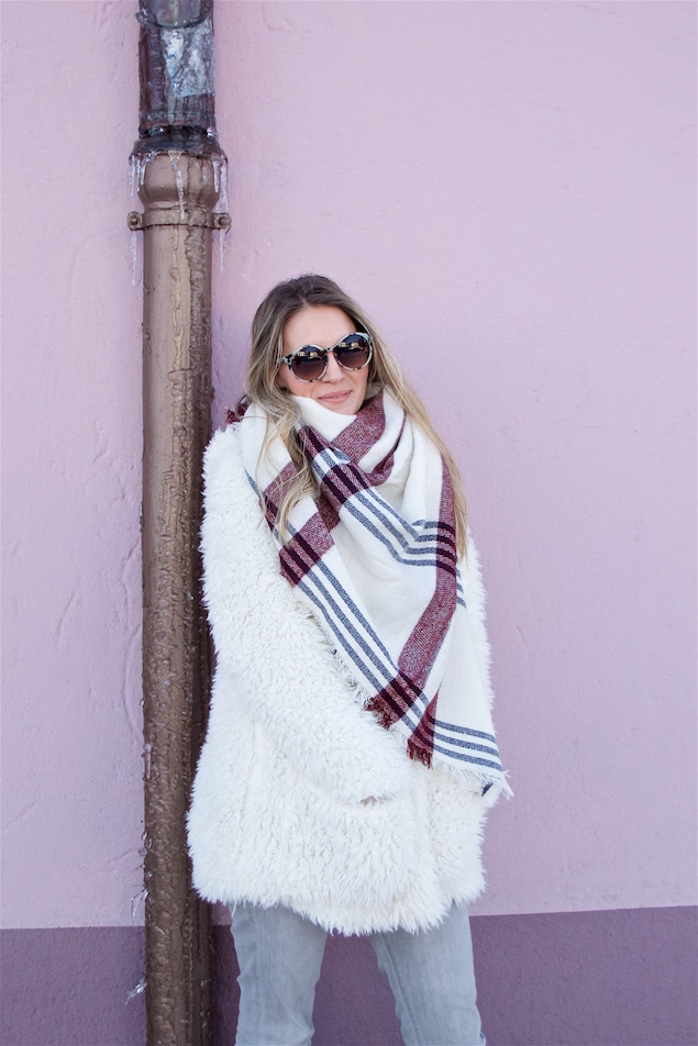 Teddy Coat & White Plaid. Fashion Blogger Girl by Style Blog Heartfelt Hunt. Girl with blond, loose curls wearing a teddy coat, white plaid scarf, sunglasses, diy fringe jeans and Zdar felt boots.