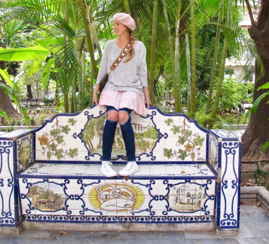 Tropical Vibes. Fashion Blogger Girl by Style Blog Heartfelt Hunt. Girl with blond braid wearing a sweater, summer dress, destroyed jeans, beret, belt with flowers, Louis Vuitton bag and Converse sneakers.