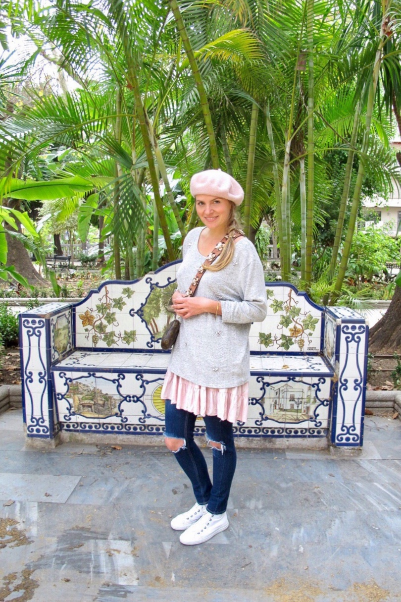 Tropical Vibes. Fashion and Style Blog Girl from Heartfelt Hunt. Girl with blonde braid wearing a sweater, summer dress, destroyed jeans, beret, belt with flowers, Louis Vuitton bag and Converse sneakers.