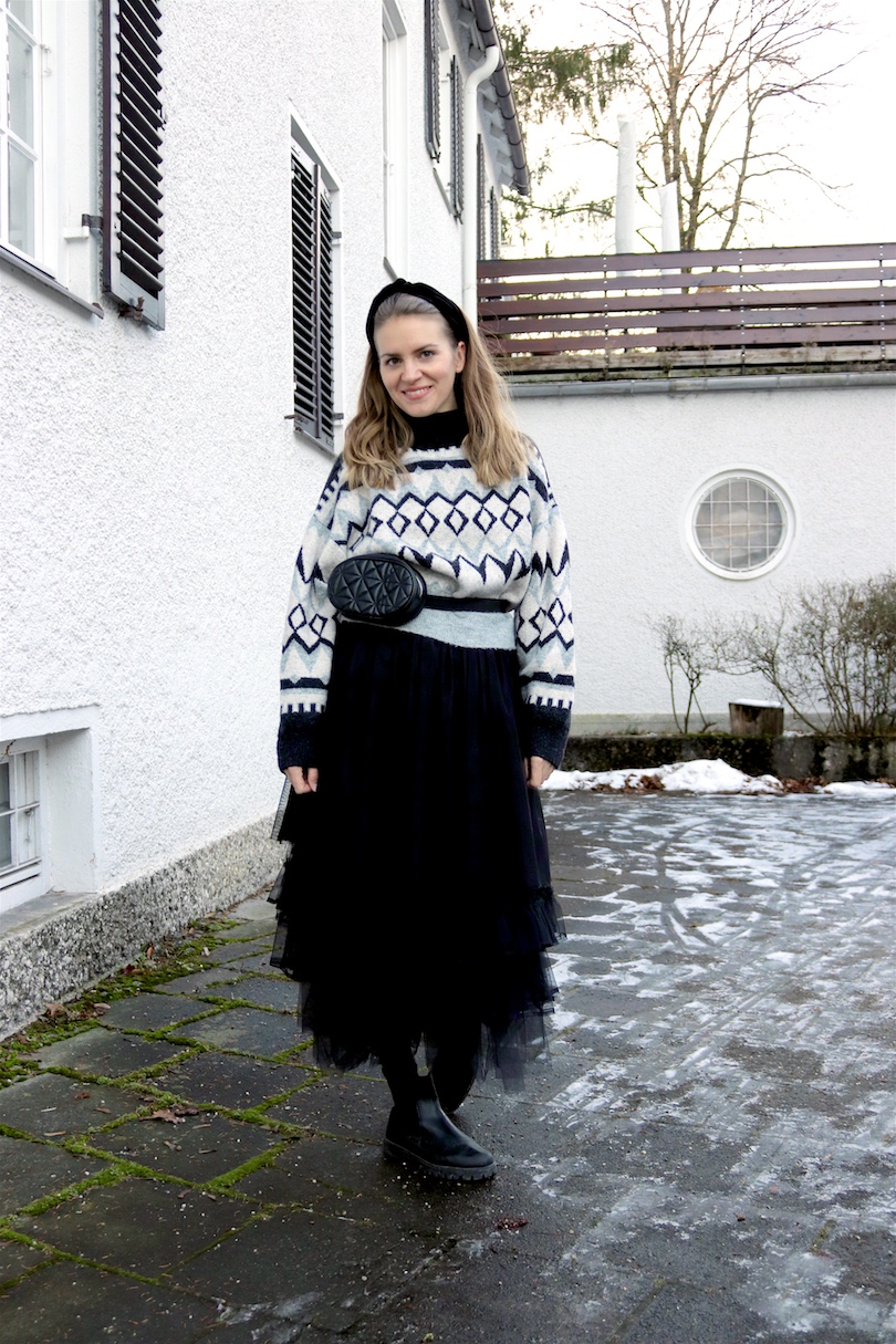 Tulle Layers. Fashion Blogger Girl by Style Blog Heartfelt Hunt. Girl with blond hair wearing a turtleneck sweater, tulle skirts, velvet headband, belt bag and boots.