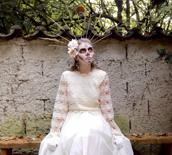 White Calavera Makeup. Fashion Blogger Girl by Style Blog Heartfelt Hunt. Girl with blond hair wearing a white lace top, tulle skirt and beige combat boots for her white calavera make-up.