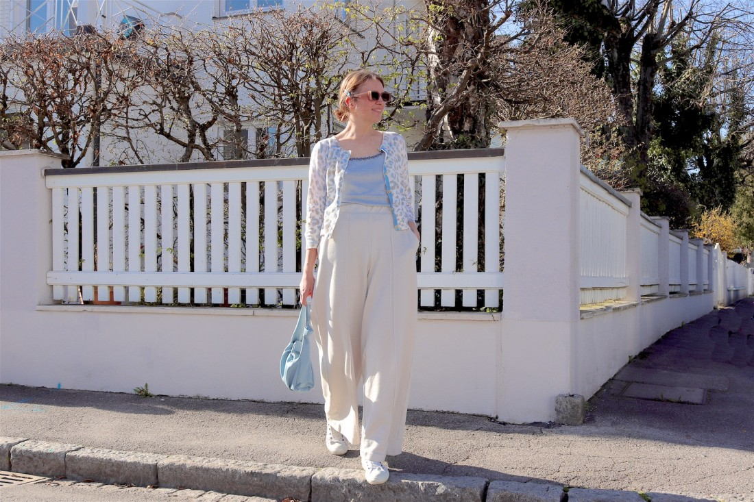Wide Leg Pants. Fashion Blogger Girl by Style Blog Heartfelt Hunt. Girl with blond low bun and light blue hair clips wearing wide leg pants, blue cardigan, clue knitted top, slim sunglasses, light blue bag and white Converse chucks.