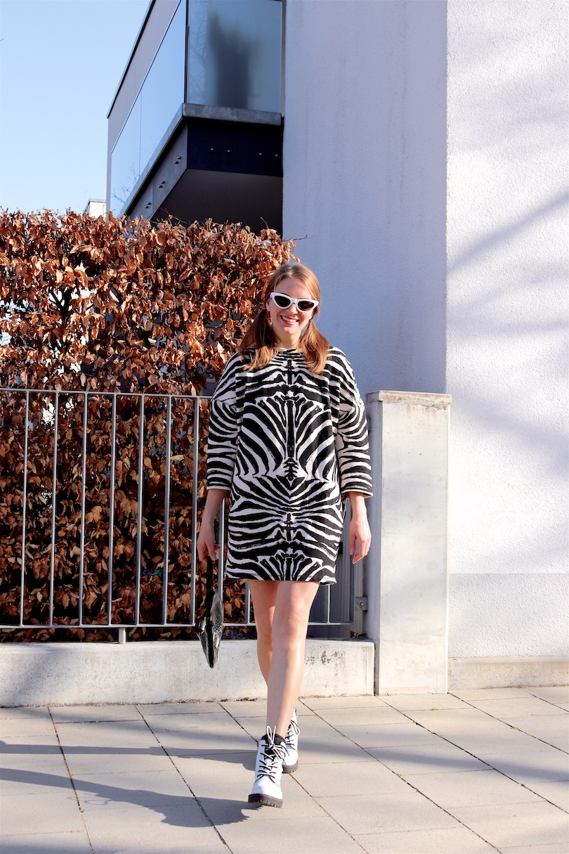 Zebra Print Trend. Fashion Blogger Girl by Style Blog Heartfelt Hunt. Girl with blond hair wearing a zebra print dress, 90s bag and white boots.